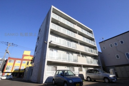 北海道札幌市東区北二十一条東7丁目の賃貸マンションの外観