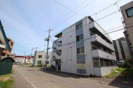 北海道札幌市豊平区平岸四条13丁目の賃貸マンションの外観