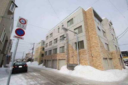北海道札幌市豊平区美園六条6丁目の賃貸マンションの外観