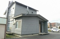 駅前通り一軒家