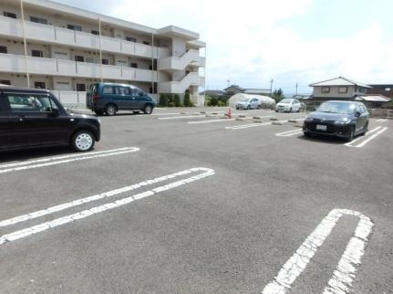 長野県佐久市長土呂の賃貸マンションの外観