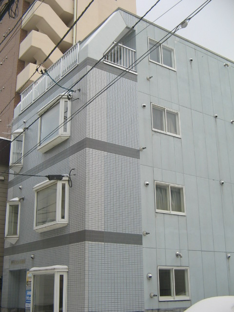 北海道札幌市中央区、西線6条駅徒歩9分の築27年 4階建の賃貸マンション
