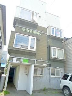 北海道札幌市中央区、西線9条旭山公園通駅徒歩4分の築26年 3階建の賃貸アパート