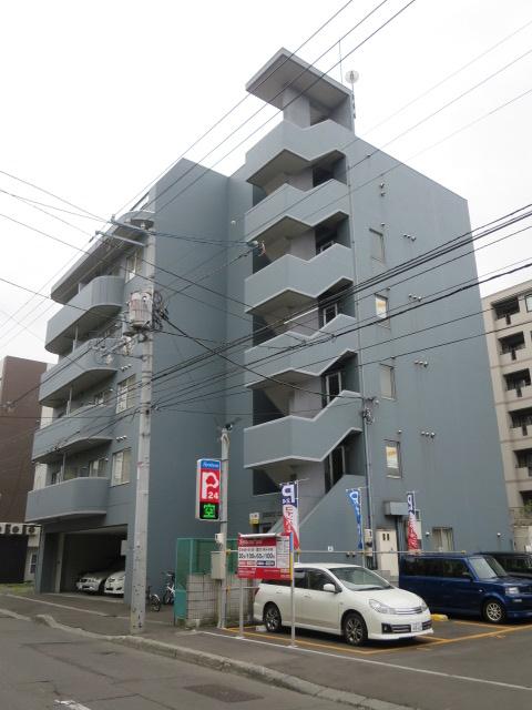 北海道札幌市中央区、西11丁目駅徒歩11分の築16年 6階建の賃貸マンション