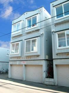 北海道札幌市中央区、石山通駅徒歩7分の築22年 3階建の賃貸アパート
