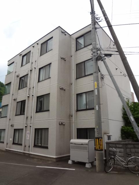 北海道札幌市中央区、円山公園駅徒歩13分の築28年 4階建の賃貸マンション
