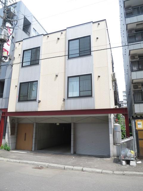 北海道札幌市中央区、バスセンター前駅徒歩10分の築14年 3階建の賃貸アパート