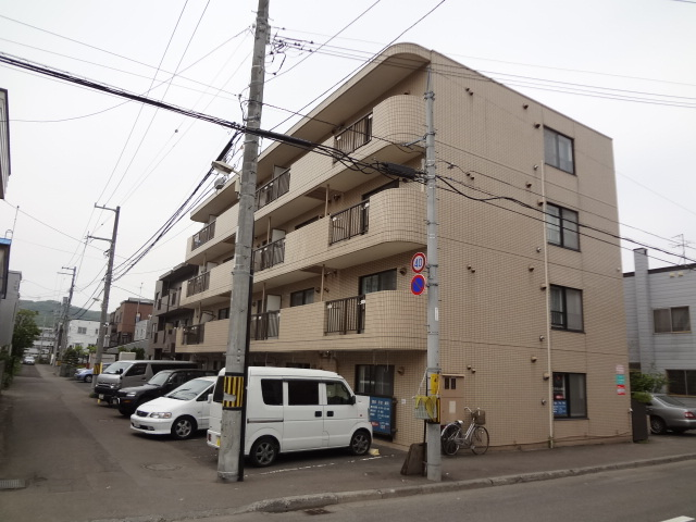 北海道札幌市中央区、西線14条駅徒歩5分の築28年 4階建の賃貸マンション