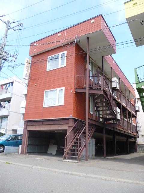北海道札幌市中央区、二十四軒駅徒歩10分の築30年 3階建の賃貸アパート