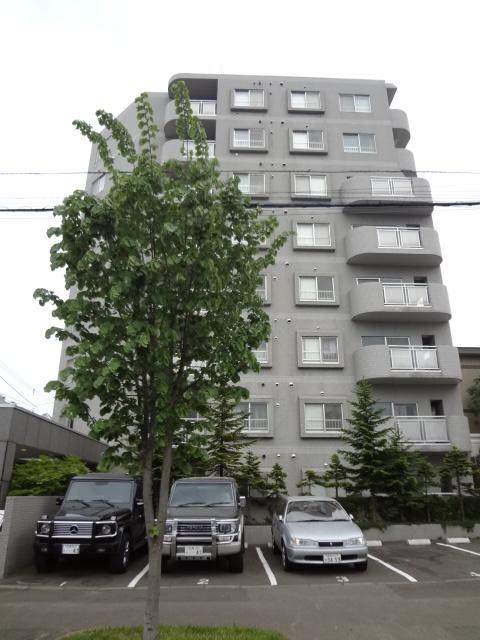 北海道札幌市中央区、西線11条駅徒歩8分の築27年 8階建の賃貸マンション