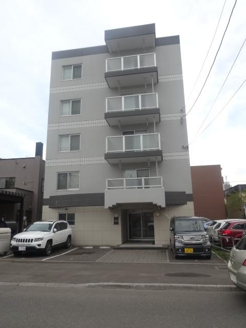 北海道札幌市北区、北18条駅徒歩4分の築7年 5階建の賃貸マンション