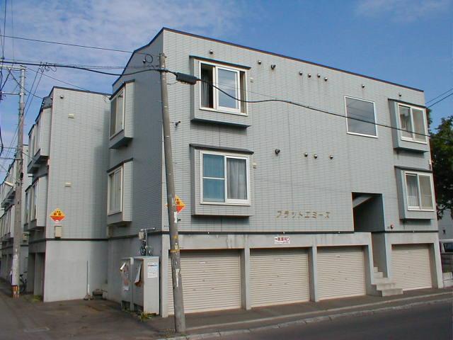 北海道札幌市中央区、石山通駅徒歩7分の築23年 3階建の賃貸アパート