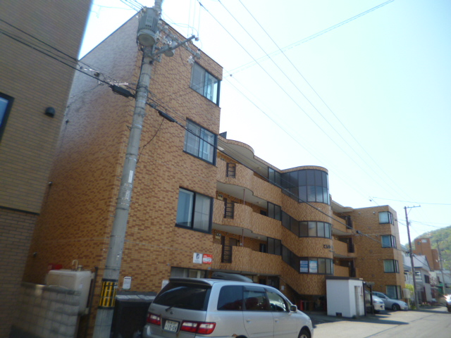 北海道札幌市中央区、西線6条駅徒歩8分の築25年 4階建の賃貸マンション