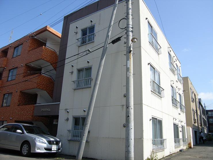 北海道札幌市中央区、西11丁目駅徒歩14分の築28年 4階建の賃貸マンション