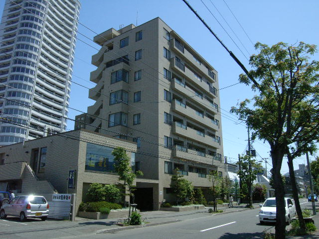 北海道札幌市中央区、西28丁目駅徒歩5分の築25年 8階建の賃貸マンション