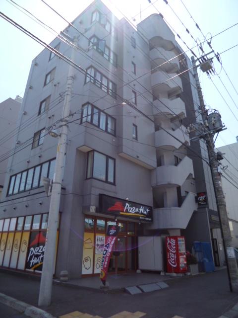 北海道札幌市中央区、バスセンター前駅徒歩5分の築26年 6階建の賃貸マンション