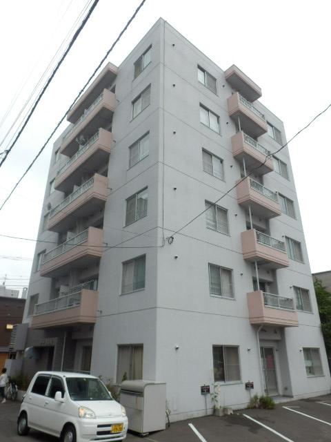 北海道札幌市中央区、西18丁目駅徒歩15分の築32年 6階建の賃貸マンション