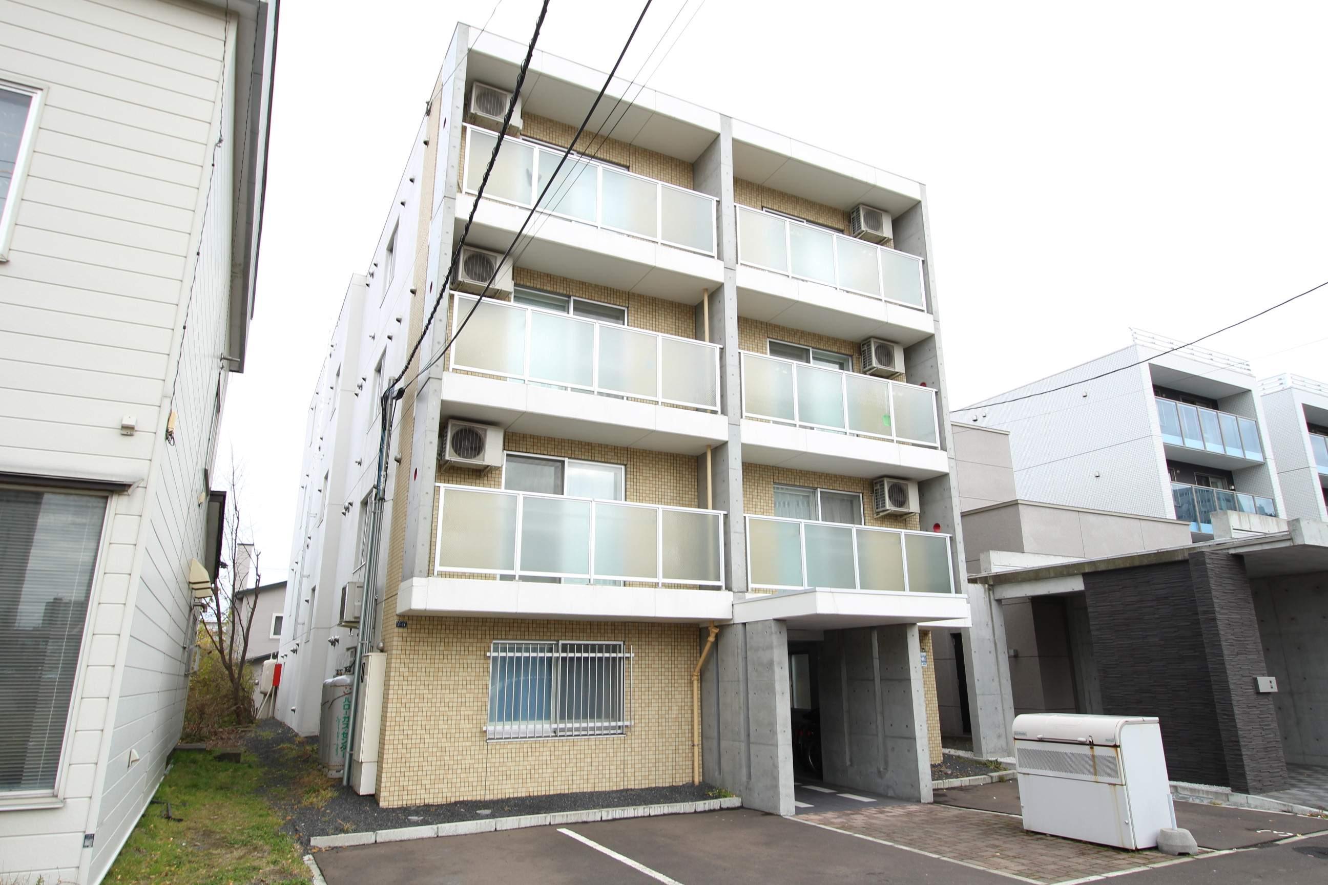 北海道札幌市厚別区、新札幌駅徒歩7分の築12年 4階建の賃貸マンション