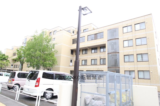 北海道札幌市厚別区、新札幌駅徒歩17分の築28年 6階建の賃貸マンション