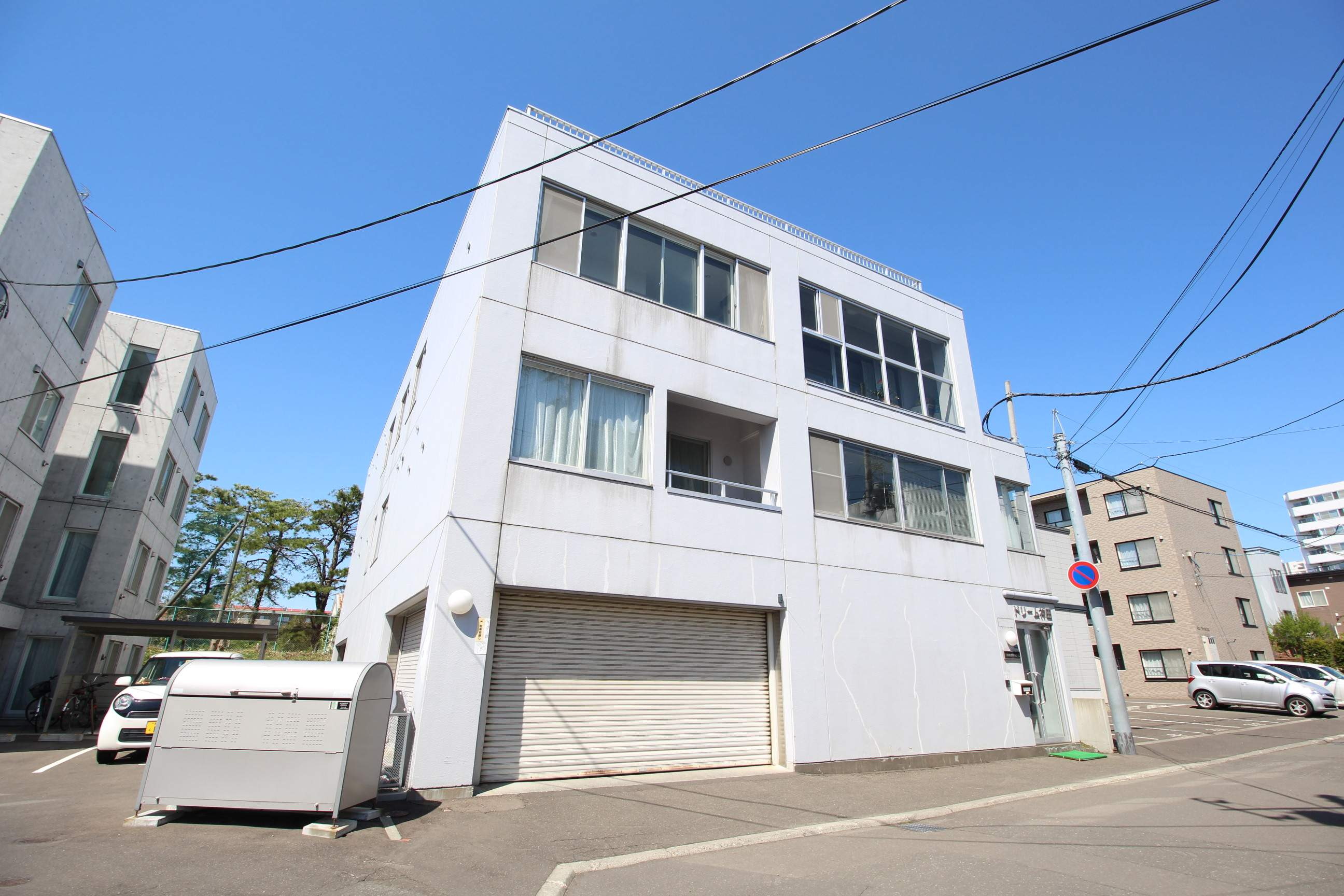 北海道札幌市厚別区、新札幌駅徒歩17分の築27年 3階建の賃貸マンション