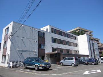北海道札幌市豊平区、南平岸駅徒歩18分の築28年 4階建の賃貸マンション