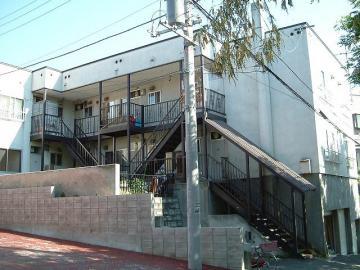 北海道札幌市豊平区、白石駅徒歩13分の築32年 2階建の賃貸アパート