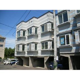 北海道札幌市豊平区、南平岸駅徒歩12分の築21年 3階建の賃貸アパート
