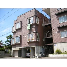 北海道札幌市豊平区、南平岸駅徒歩14分の築20年 3階建の賃貸アパート