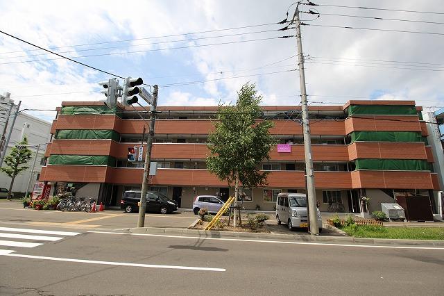 北海道札幌市厚別区、厚別駅徒歩11分の築28年 4階建の賃貸マンション