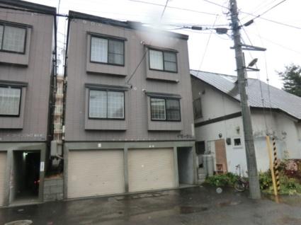 北海道札幌市白石区、菊水駅徒歩20分の築16年 3階建の賃貸アパート