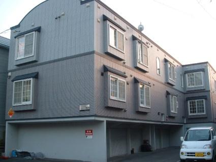 北海道札幌市豊平区、南郷7丁目駅徒歩13分の築20年 3階建の賃貸アパート