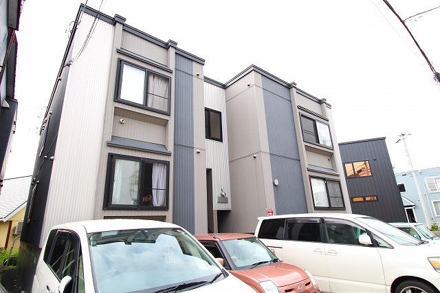北海道札幌市厚別区、新札幌駅徒歩17分の築9年 2階建の賃貸アパート