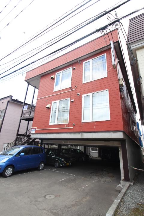 北海道札幌市北区、新川駅徒歩18分の築31年 3階建の賃貸アパート