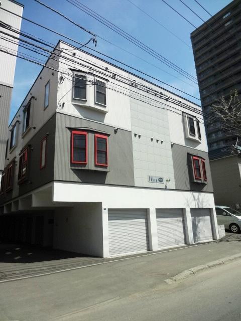 北海道札幌市東区、札幌駅徒歩12分の築10年 2階建の賃貸アパート