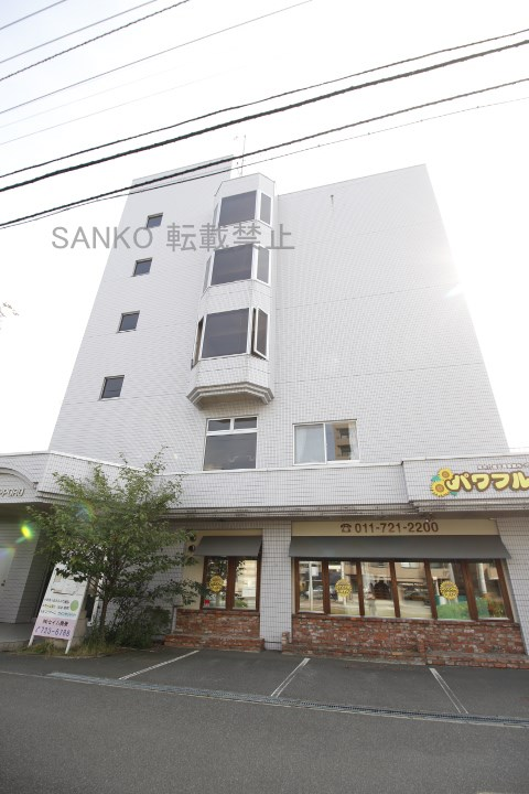 北海道札幌市東区、北18条駅徒歩16分の築24年 5階建の賃貸マンション