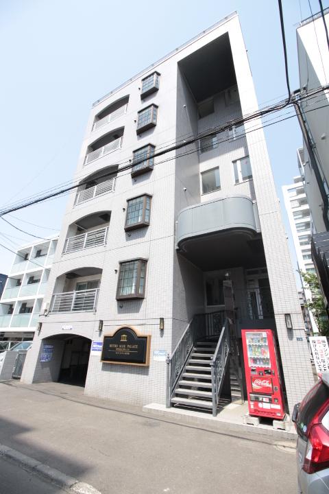 北海道札幌市北区、北24条駅徒歩11分の築27年 6階建の賃貸マンション