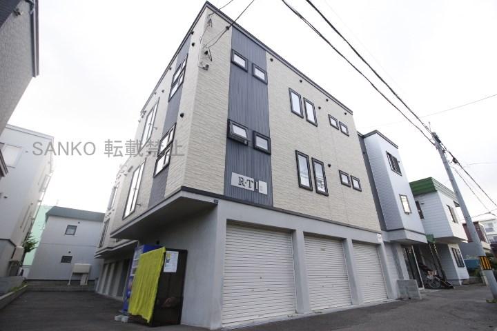 北海道札幌市東区、環状通東駅徒歩9分の築8年 3階建の賃貸アパート