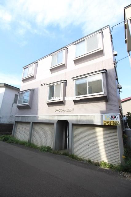 北海道札幌市北区、八軒駅徒歩15分の築23年 3階建の賃貸アパート