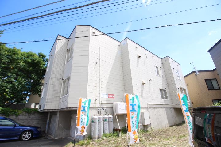 北海道札幌市東区、苗穂駅徒歩12分の築23年 3階建の賃貸アパート