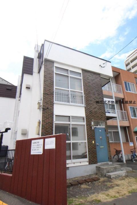 北海道札幌市中央区、二十四軒駅徒歩11分の築38年 2階建の賃貸アパート