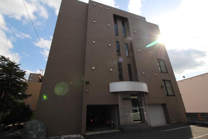 北海道札幌市東区、北18条駅徒歩14分の築19年 5階建の賃貸マンション