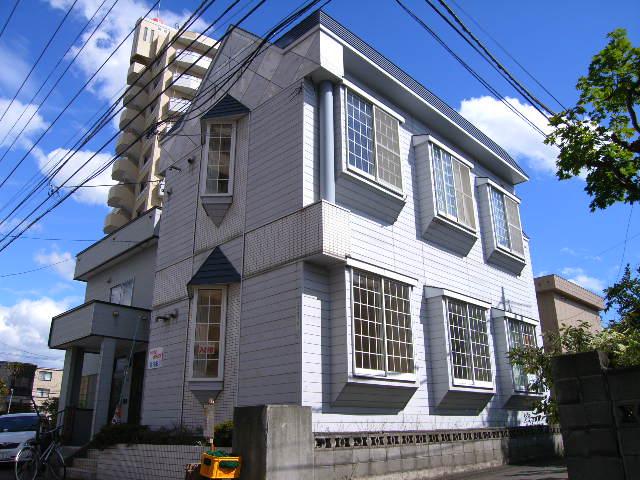 北海道札幌市東区、北18条駅徒歩11分の築28年 2階建の賃貸アパート