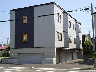 北海道札幌市北区、新琴似駅中央バスバス23分篠路7−5下車後徒歩5分の築8年 3階建の賃貸アパート