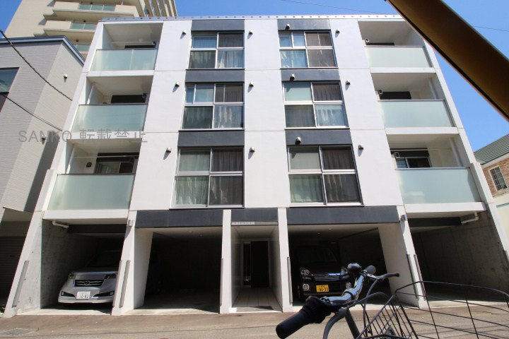 北海道札幌市東区、札幌駅徒歩13分の築4年 4階建の賃貸マンション