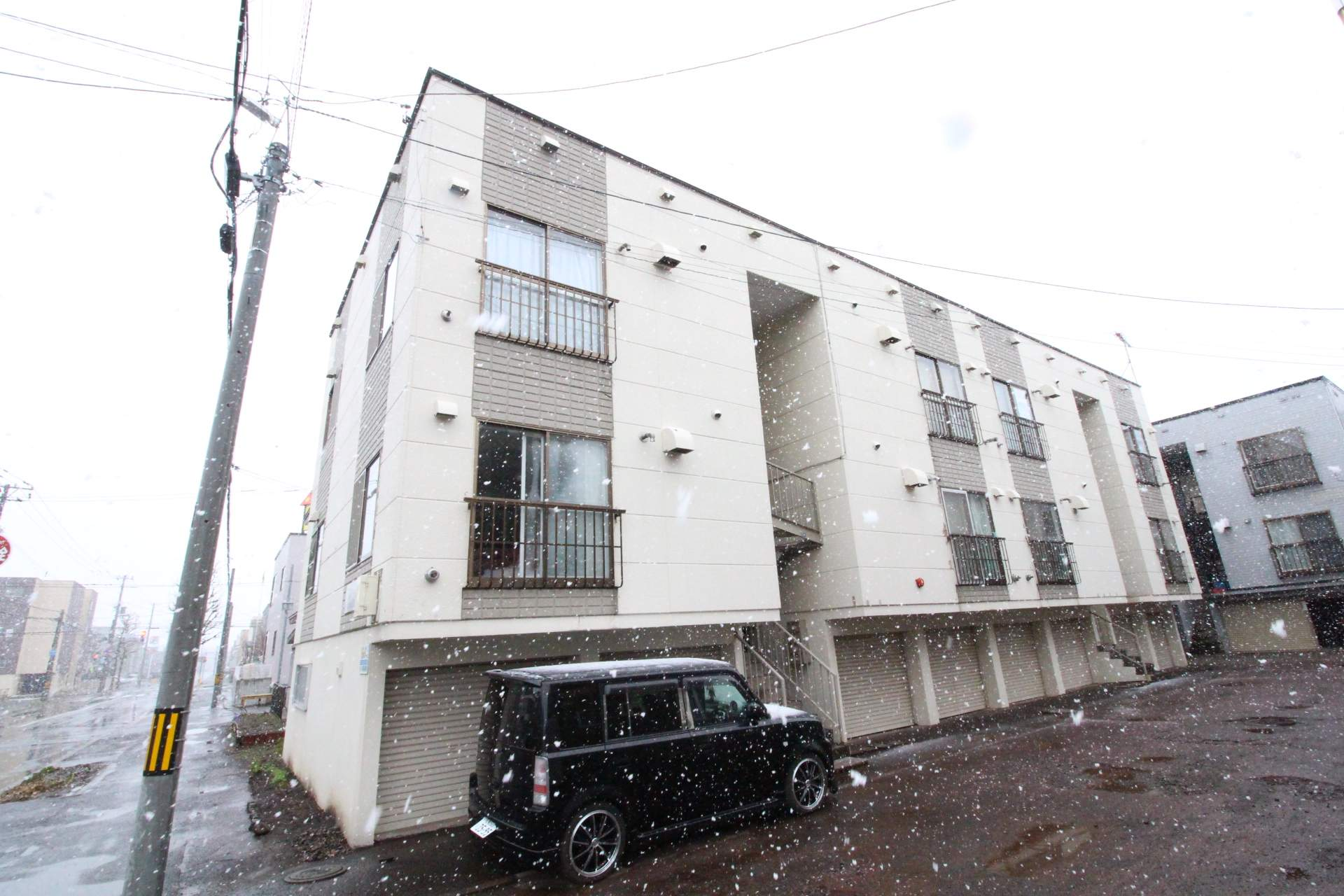 北海道札幌市東区、新琴似駅徒歩19分の築30年 3階建の賃貸アパート