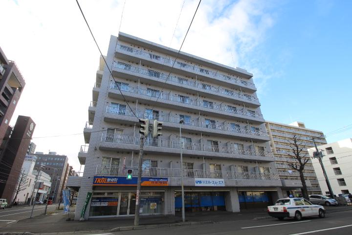 北海道札幌市北区、札幌駅徒歩6分の築27年 7階建の賃貸マンション