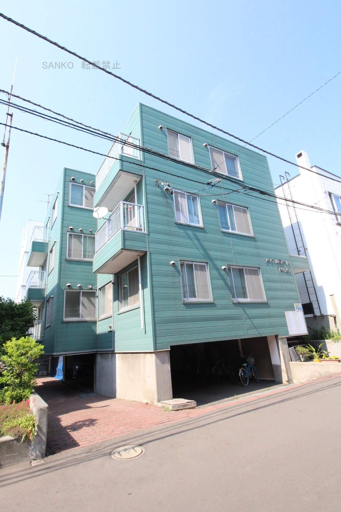 北海道札幌市東区、北34条駅徒歩18分の築30年 3階建の賃貸アパート