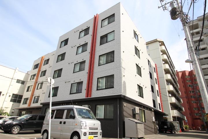 北海道札幌市東区、札幌駅徒歩6分の築4年 5階建の賃貸マンション