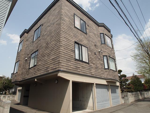 北海道札幌市東区、北34条駅徒歩15分の築17年 3階建の賃貸アパート