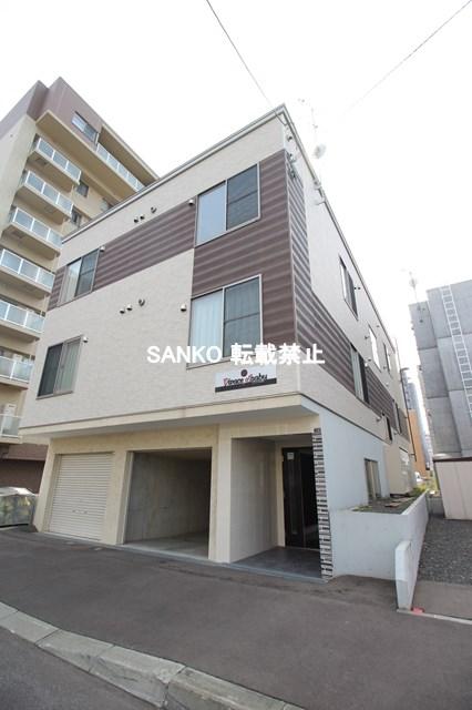 北海道札幌市北区、新琴似駅徒歩4分の築7年 3階建の賃貸アパート